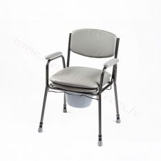 WC krēsls ar polsterētu sēdekli.